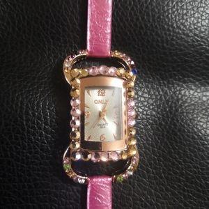 NWT Quartz movement working women's wristwatch